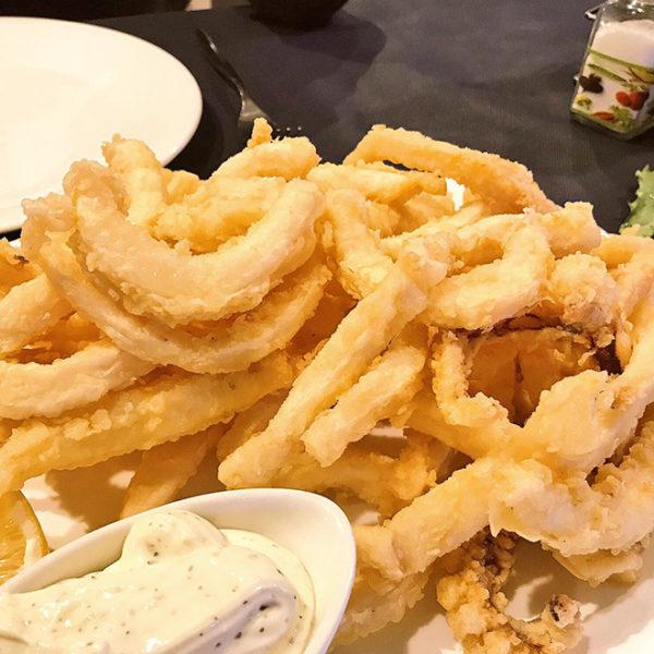Calamares frescos fritos
